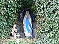 Ebenweiler Friedhof Lourdesgrotte Statue.JPG