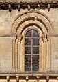 Eglise St Hilaire detail vitrail.jpg