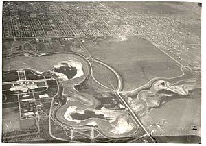 Wascana Centre - Wascana Lake drained in 1931 prior to the deepening of the bed. Note Regina College, the Normal School and the landscaped diagonal site of the never-built Anglican Cathedral on the corner of Broad St and College Avenue