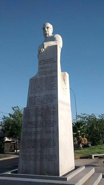 File:Estatua de Allende en Calle Las Industrias.jpg