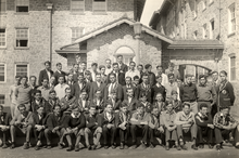 Experimental College group outside Adams Hall, 1930.png