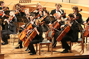 Cello - The cello section of the orchestra of the Munich University of Applied Sciences is shown here.