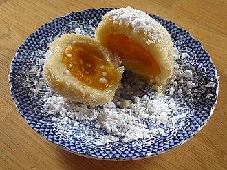 Marillenknödel - Marillenknödel covered in powdered sugar