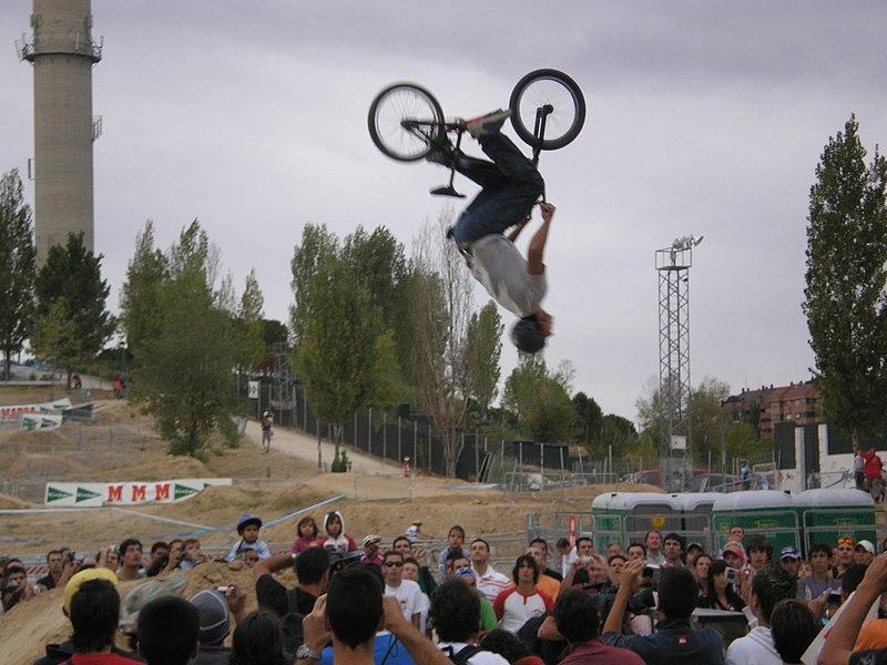 Archivo:Festibike2006TresCantos-Backflip.jpg
