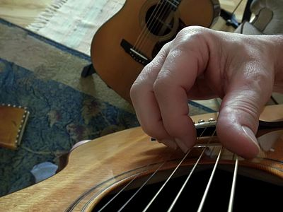 Finger position on strings fingerstyle.jpg