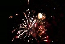 Archivo:Fireworks closer view.ogv