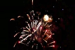ファイル:Fireworks closer view.ogv