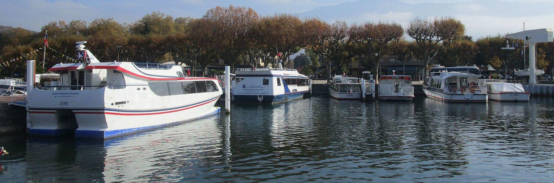 The fleet of the Compagnie des Bateaux du lac du Bourget et du Haut-Rhône at Aix-les-Bains on October 26, 2015. From left to right:* Alain Prud'homme, built in 2000 at Bordeaux* Hydra'Aix, built in 1992 at Ceys* Le Savière, built in 1983 at Villers-le-Lac* Aix'Space, built in 1986 at Saint-Gilles* Hélios, built in 1986 at Chambéry* L'Étoile, built in 1961 at La Seyne-sur-Mer