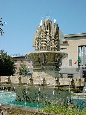 Latina, Lazio - Image: Fontana in Piazza Prefettura