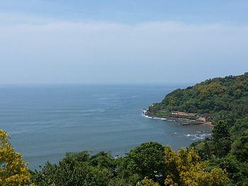 Fort aguada overlooking sea front.jpg