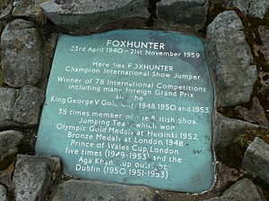 Harry Llewellyn - Foxhunter's grave marker around which Llewellyn's ashes were scattered