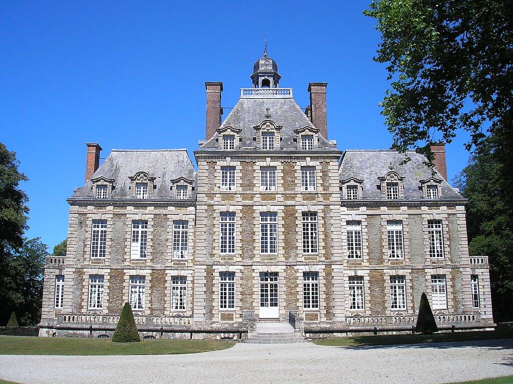 La façade ouest du château de Balleroy.