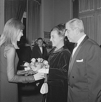 Yé-yé - Françoise Hardy (left) meeting Princess Margriet of the Netherlands at the Grand Gala du Disque of 1963.