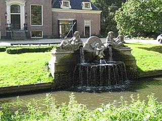 Marmeren fontein met beelden van Neptunus, Amphitrite en Arion