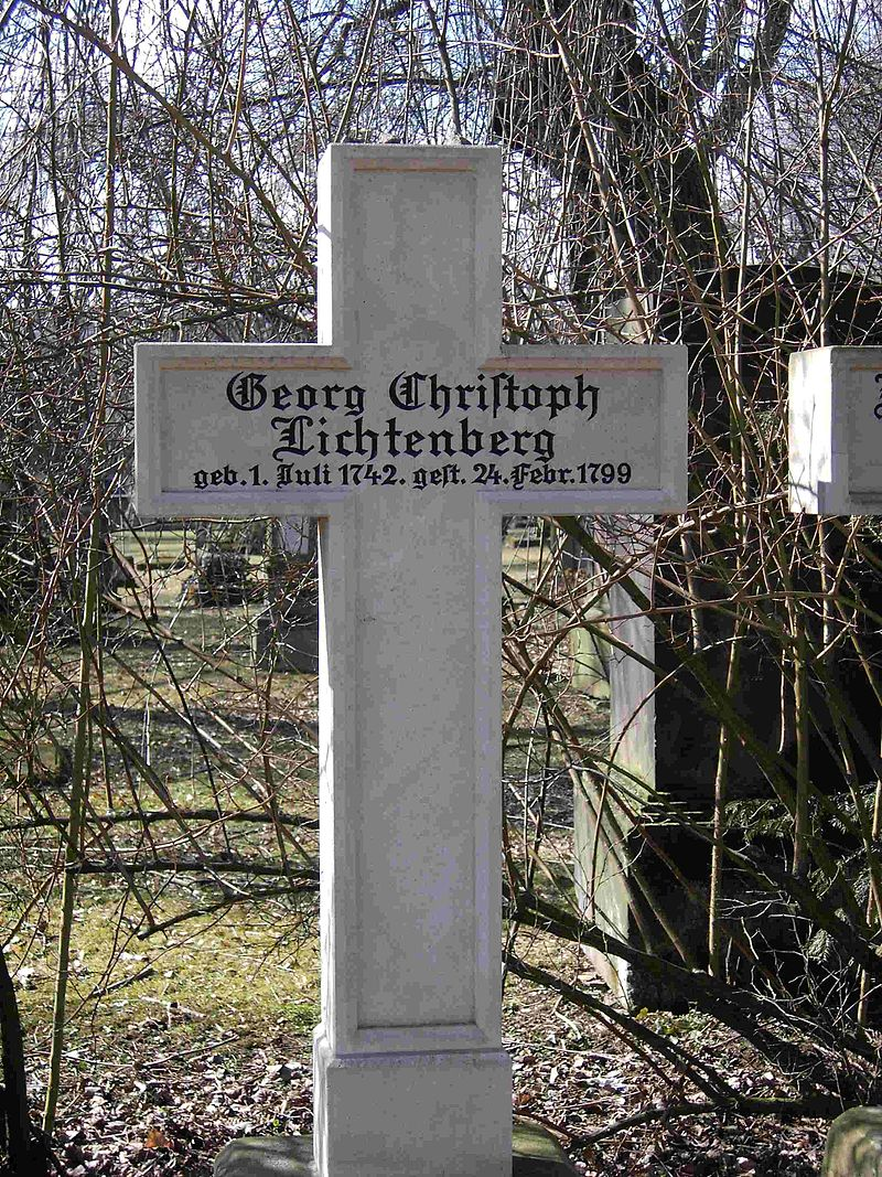 Göttingen-Grave.of.Georg.Christoph.Lichtenberg.02.jpg