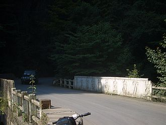 """Ten thousand years - A late-1960s era bridge on Hwy 209 in Shennongjia, with the inscription """"伟大的领袖毛主席万岁"""" (Long live the great leader Chairman Mao!)"""