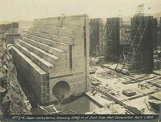 Gatun Dam - Image: Gatun Upper Locks East Side Wall Completed