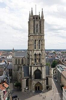 Gent-Sint-Baafskathedraal vom Belfried aus gesehen.jpg
