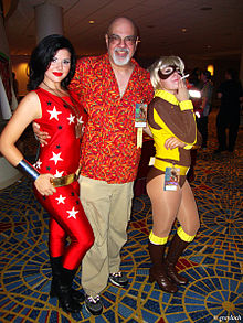 Description de l'image George Perez with nieces.jpg.
