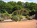 Gerberoy - Jardin de roses dans le jardin de l'Office WP 20180527 11 16 49 Rich.jpg