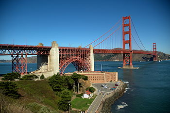 English: The Golden Gate Bridge and Fort Point...