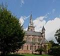 H. Hartkerk (Hoboken) (België) - Zijaanzicht met doopkapel en hoektorentje Oeuvre van de architecten Triphon De Smet & Frans Van Rompaey.jpg