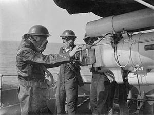 BL 4.7 inch/45 naval gun - Image: HMS Broke BL 4.7 inch gun and crew 1940 IWM A 526