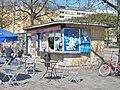 Hakaniementorin kioski, klinkkeripintainen kioski; Hakaniementori, Siltasaari.; Helsinki.jpg