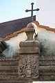 Halsbach Friedhofstor Wappen 768.jpg