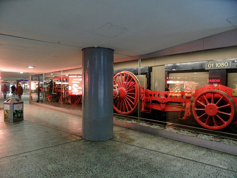 File:Hamburg - Bahnhof Altona - Unterirdische Verteilerebene (6790398842).jpg