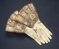 Handskar till Karl X Gustavs kröningsdräkt - Livrustkammaren - 4604.tif
