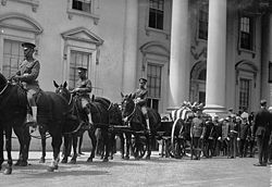 Harding's casket can be seen in front of the White House.