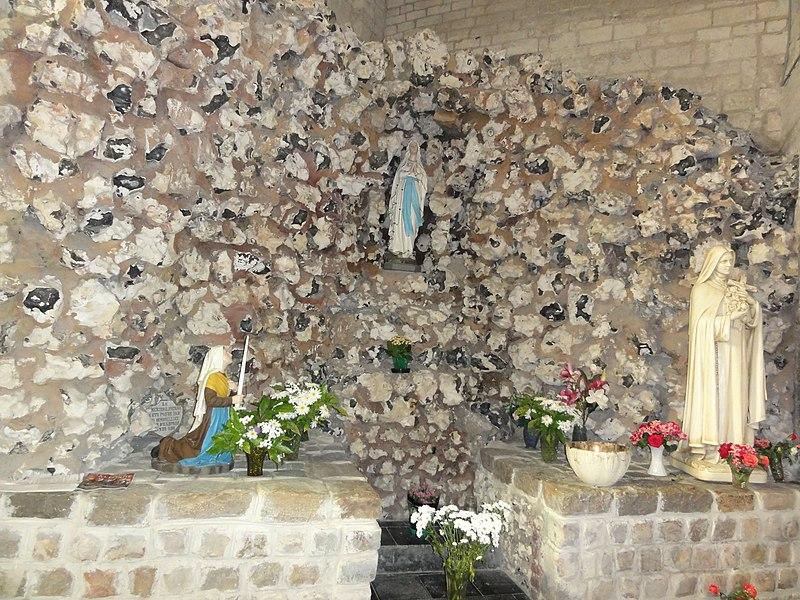 Haspres (Nord, Fr) église, grotte de Lourdes à l'intérieur