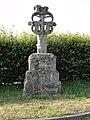 Hattenville (Seine-Mar.) Croix monumentale au hameau de La Croix de Pierre, recto.jpg