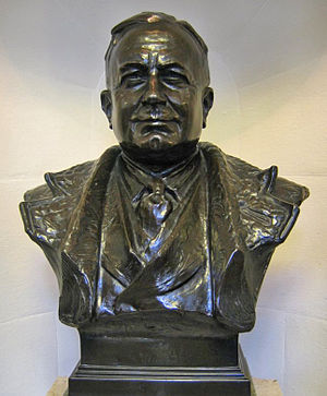 Herbert Chapman - A bronze bust of Chapman stands inside Emirates Stadium as a tribute to his achievements at the club.