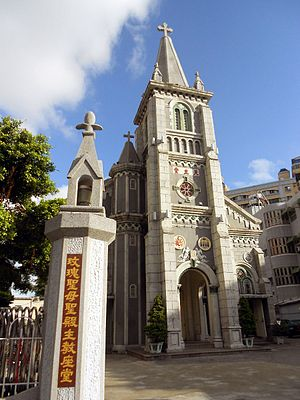 Holy Rosary Cathedral, Kaohsiung 2012.JPG