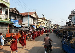 Hpa-An - Local monks