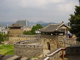 Hwaseong west gate.jpg