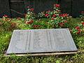 I nomi dei caduti tra le rose.jpg