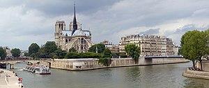Île de la Cité - Notre Dame de Paris on Île de la Cité from upstream (the east)