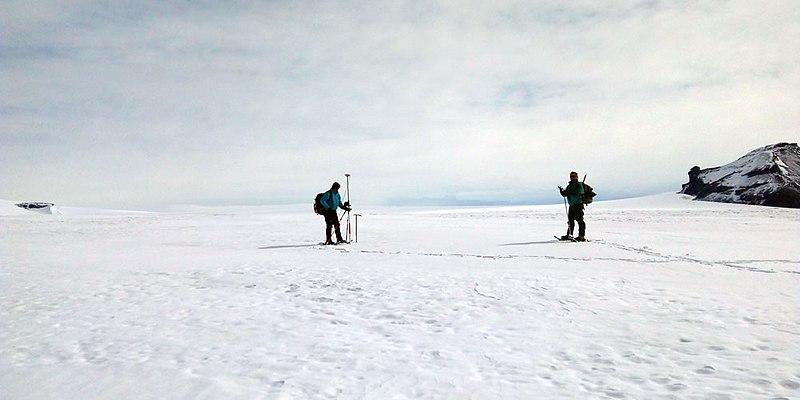 File:Instituto Geográfico Nacional en Isla Vega, Antártida.jpg