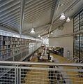Interieur, blik in de leeszaal van de nieuwbouw - Middelburg - 20374621 - RCE.jpg