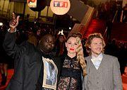 Issa Doumbia (Issa), Joy Esther (Chloé) et Jean-Baptiste Shelmerdine (Alex).