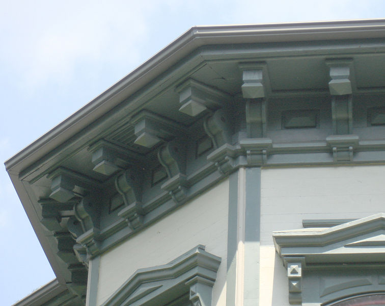 File:Italianate eave with brackets.jpg