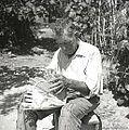 Ivan Sever, Budanje, plete iz leskovih viter naroč?n koš - majhen, za otroke 1958.jpg