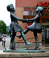 Jena Skulptur Kinder Weigelstraße.jpg