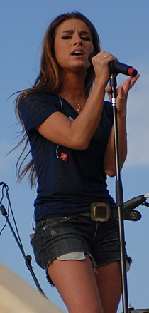 Jessie James at the Tour for the Troops concert in Sather Air Force Base (cropped).jpg