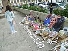 Jo Cox memorial Parliament Square, London (4).jpg