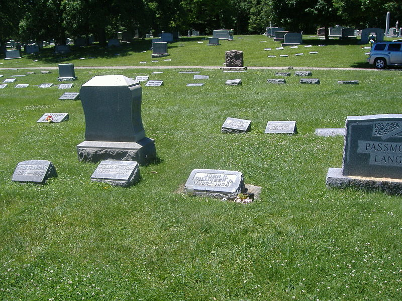 John Dillinger grave Crown Hill.jpg