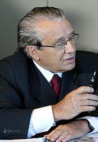 http://upload.wikimedia.org/wikipedia/commons/thumb/7/78/Jose_reinaldo_tavares.jpg/200px-Jose_reinaldo_tavares.jpg